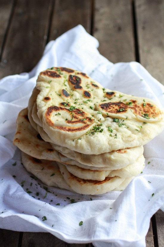 Làm bánh mì Naan đúng kiểu Ấn Độ