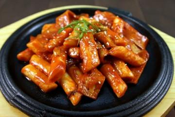 Bánh gạo cay Hàn Quốc vừa ăn vừa thổi