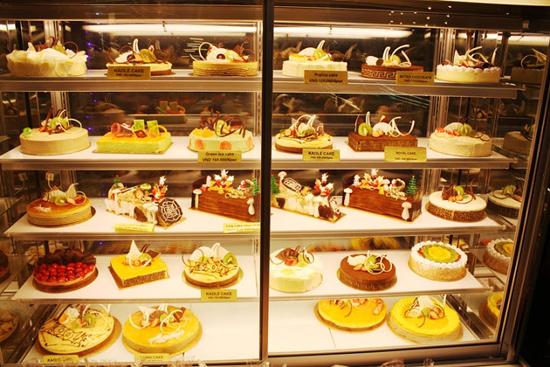 tủ trưng bày bánh